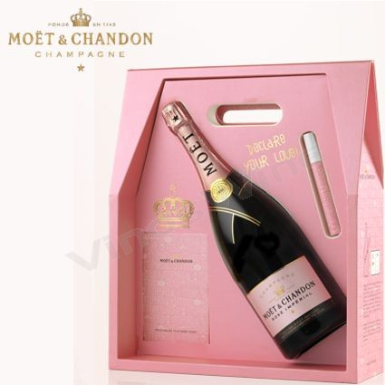 "Moët & Chandon Rosé ""Tag Your Love"""